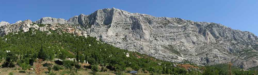 ARC HOTEL just two steps away from the mountain la Sainte Victoire